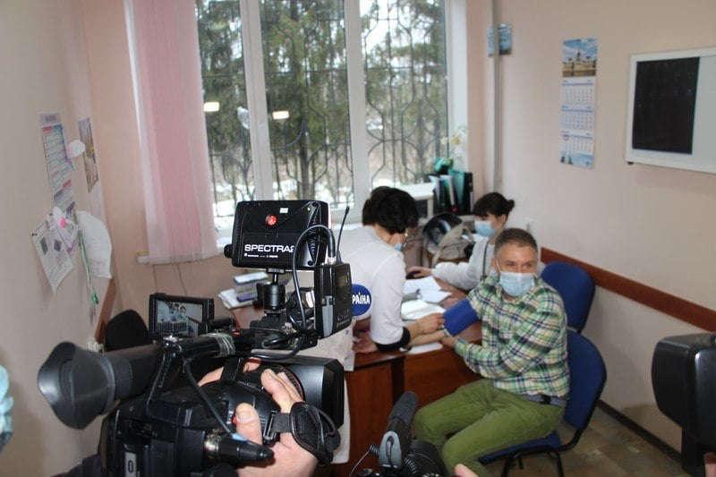 Вже вакцинувався Ігор Матковський, а із ним 117 медиків лише Вінницького обласного центру інфекційних хвороб (відео)