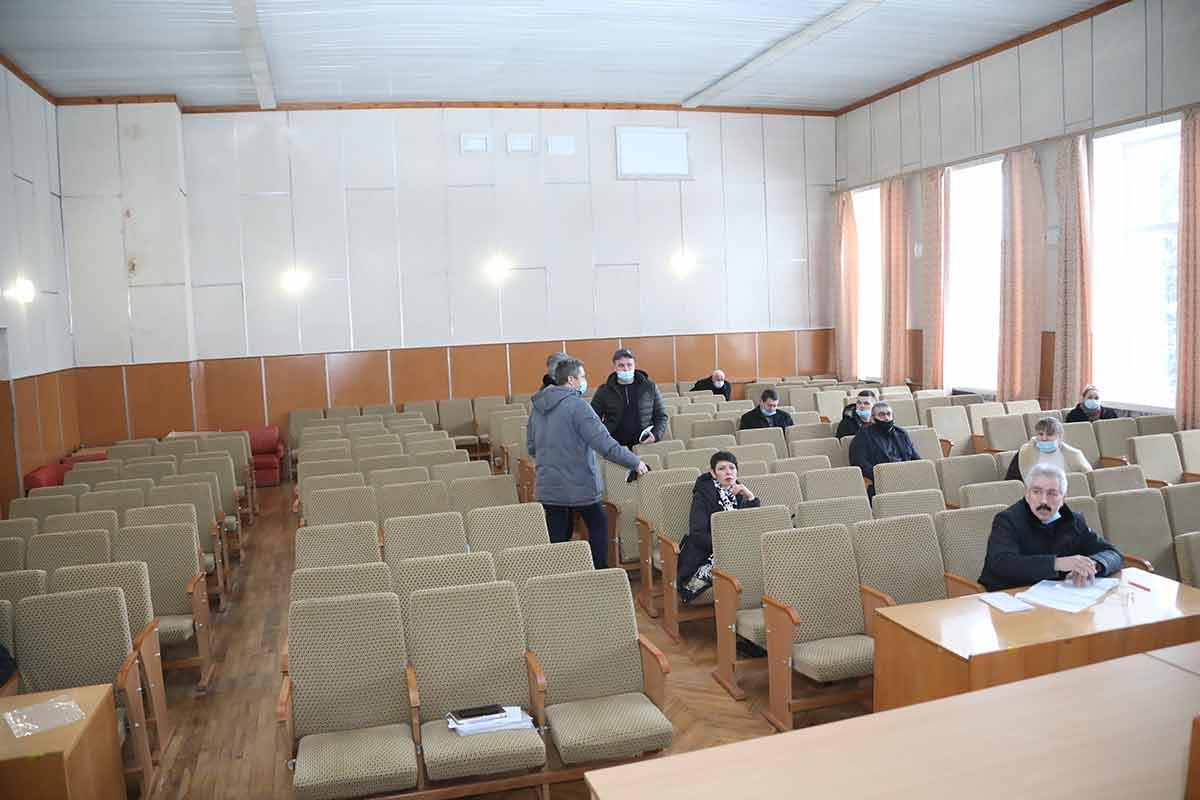 В Оратові — надзвичайна ситуація 14 депутатів «у змові» і блокують сесії селищної ради? Жителі готові оголошувати їм імпічмент!