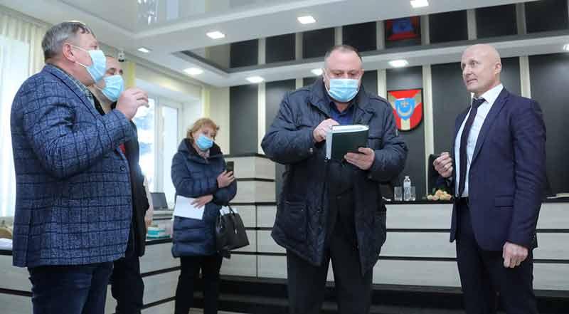 Депутати-«більшовики» заблокували сесію Немирівської міськради. «Це початок перевиборів» — впевнені у громаді (відео)