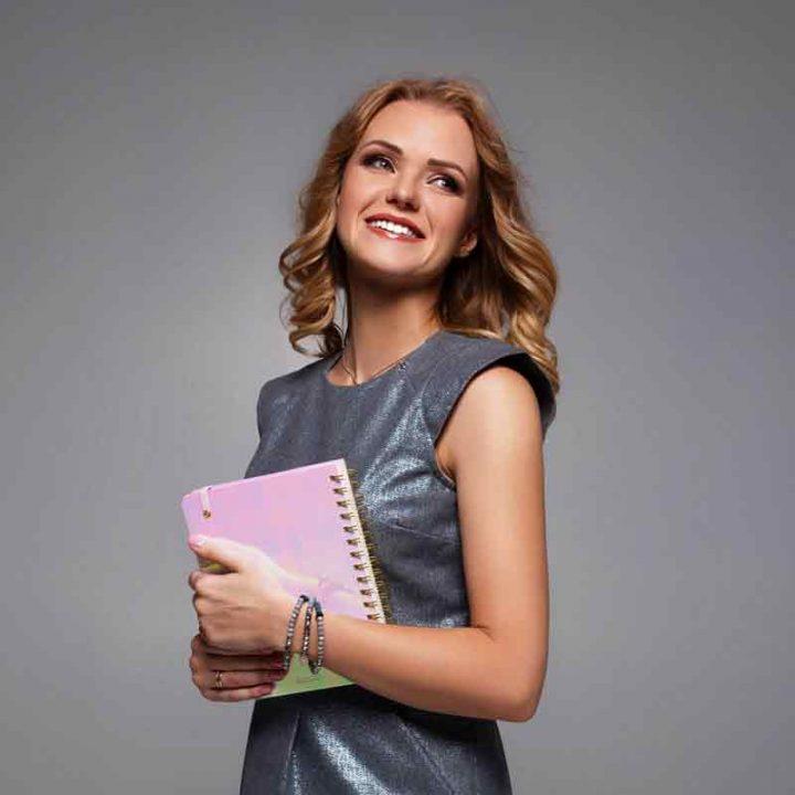 З Тіною Кароль популярні аксесуари розпочала виготовляти відома українська дизайнерка Олена Редько