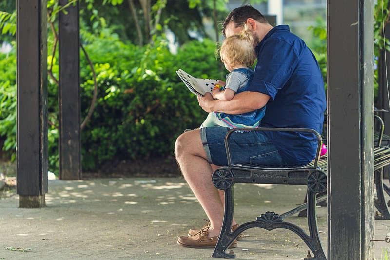 При народженні дитини, татусі матимуть оплачувану відпустку на 14 днів і можуть піти в декрет