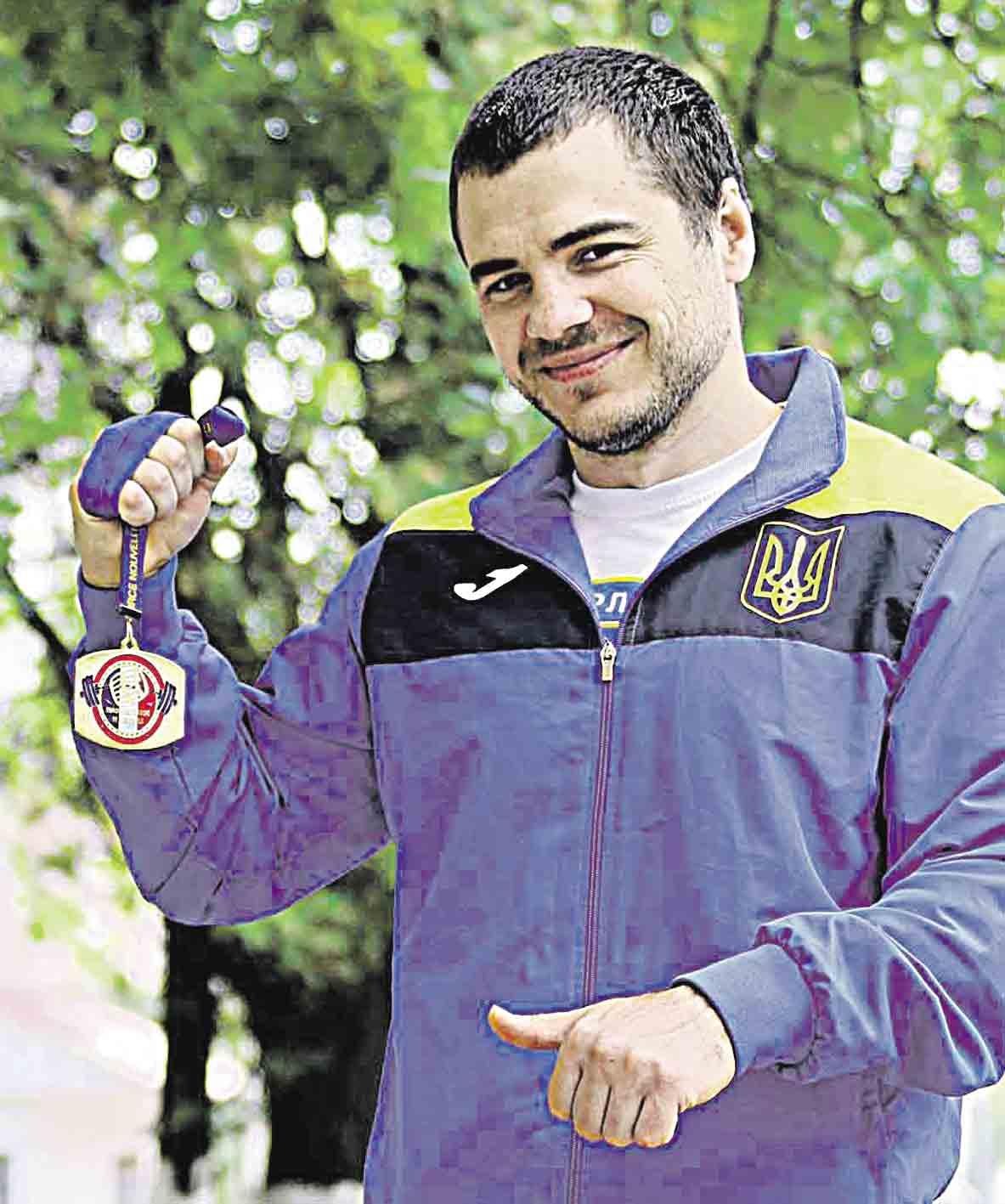 Іван, який виріс в інтернаті у Брацлаві, привіз чотири кубки з чемпіонату та їде на світові змагання в Алма-Ати