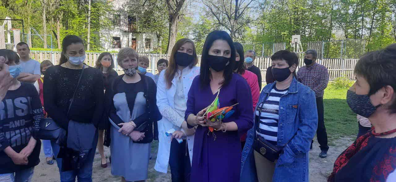 Ірина Борзова: Школу-інтернат у Сутисках, де майже 200 вихованців, необхідно зберегти і захистити права дітей!