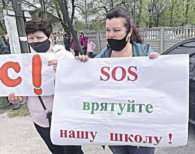 Школу-інтернат у Сутисках закривають, бо хтось кинув оком на 6 га території у парковій зоні? – обурюються місцеві жителі