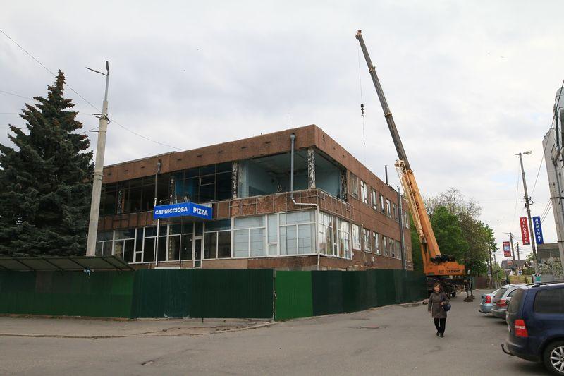 Готель «Південний Буг» розбирають… На його місці буде «Богун-Сіті» – дві вежі із скла та бетону на 16 і 25 поверхи? (відео)
