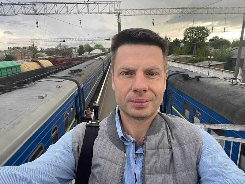 Жмеринські злодії обікрали у потязі нардепа Гончаренка! І пішли проїдати його гроші в АТБ…
