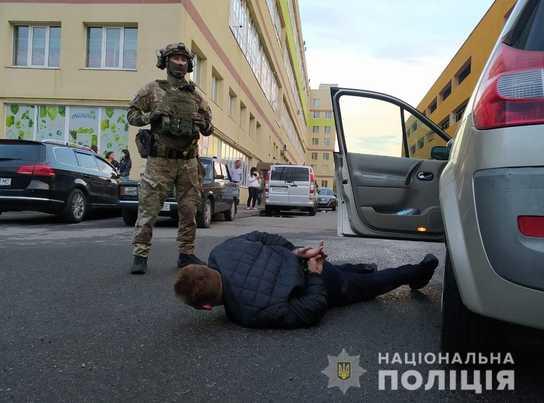 Вінницька поліція затримала організоване злочинне угруповання, яке на мільйони гривень ошукало фірми в різних регіонах (відео)