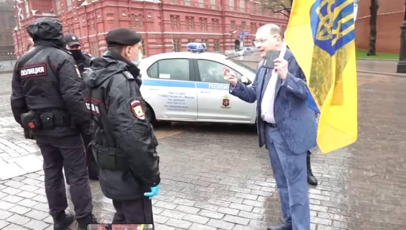 Як на Красній площів День Перемоги з українським прапором арештовували учасникапараду! (відео)