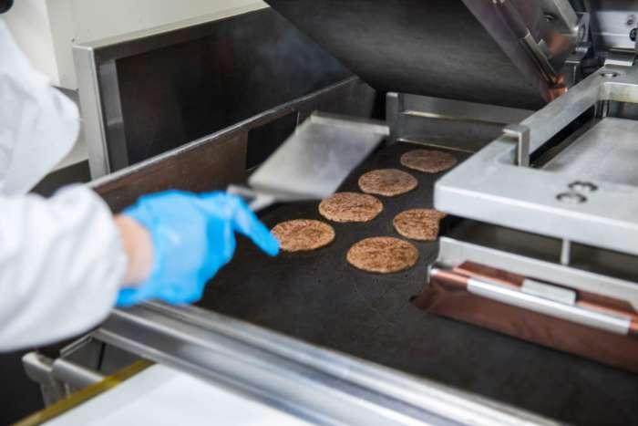 В Козятині роблять українські біфштекси для чизбургерів МакДональдз