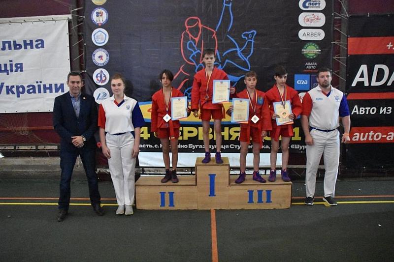 Вінничани Антон Пилявец та Діана Бенькова увійшли в трійку переможців чемпіонату України з боротьби самбо