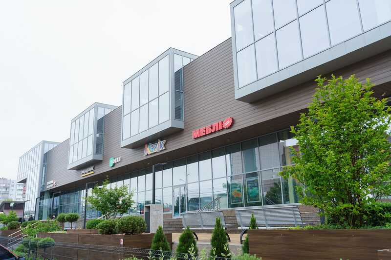 У середмісті Вінниці продовжують впорядковувати вивіски на фасадах будівель