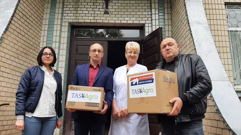 Благодійний фонд Тігіпка і компанія «ТАС АГРО» передали допомогу лікарні Погребища та бібліотеці села Павлівка (відео)