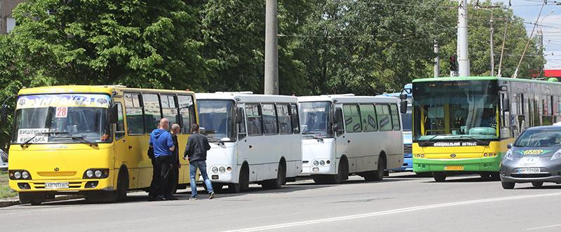 10 гривень у маршрутці Вінниці – це багато чи нормально? Думки водіїв та пасажирів про новий тариф (відео)