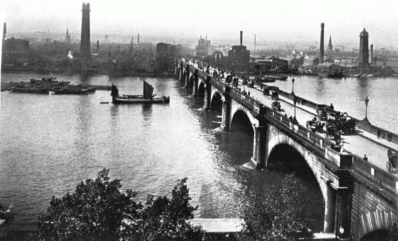 Відкриття мосту Ватерлоо, арешт Романа Шухевича і винайдення дитячої коляски – 18 червня в історії