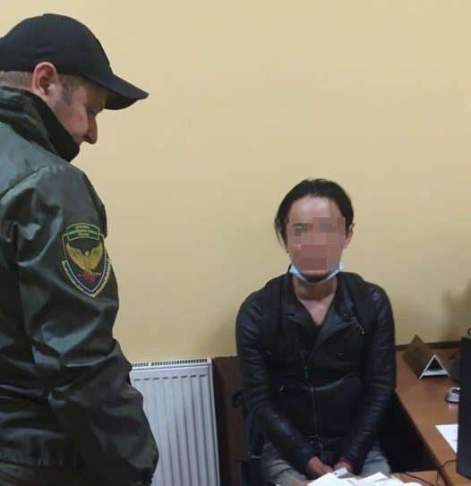 Китаянка за 200 доларів без візи хотіла заїхати в Україну через КПП «Могилів-Подільський»… Хабар не пройшов!