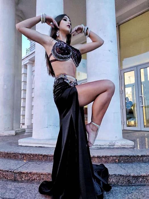 Кубок України та срібну нагороду зі східних танців отримала Олена зі Жмеринки. У 16 вона вже навчає інших хореографії