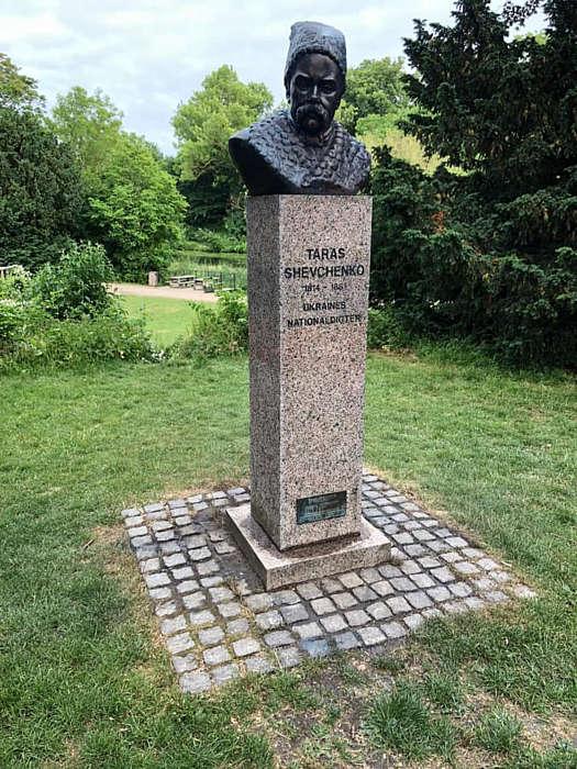 Кольори окупантів змили із пам'ятника Шевченку в столиці Данії…