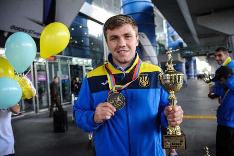 Вінницький боксер-олімпієць Денис Солоненко запрошує всіх охочих на відкрите тренування