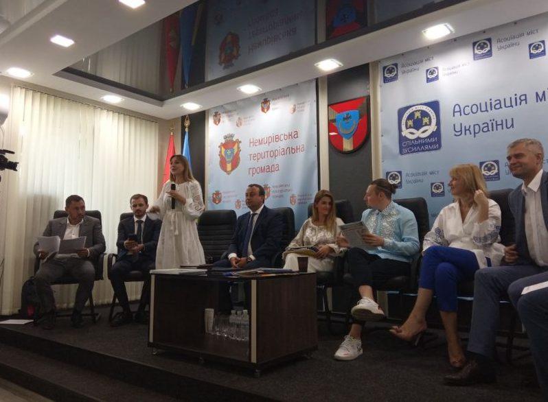 Десять народних депутатів на Вінниччині обговорюють питання самоврядування
