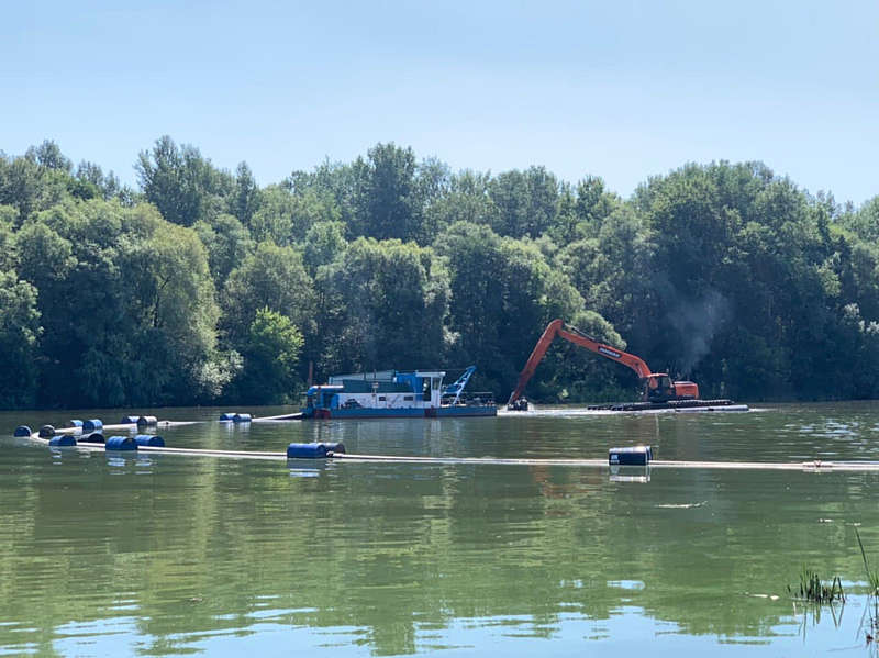 У Вінниці відновили роботи з очистки річки Південний Буг