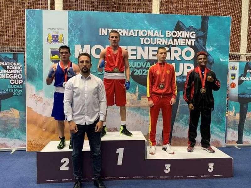 «Важко було встояти перед солодощами». У Чорногорії відбувся міжнародний турнір з боксу серед юніорів та молоді , в якому брали участь 16 країн
