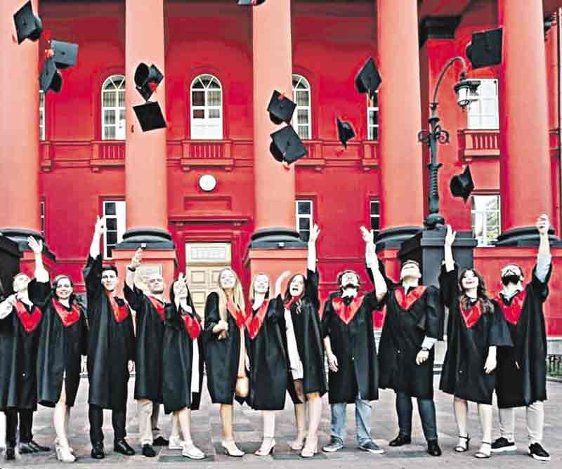 «Золоті студенти» – в Україні суттєво зросла вартість навчання