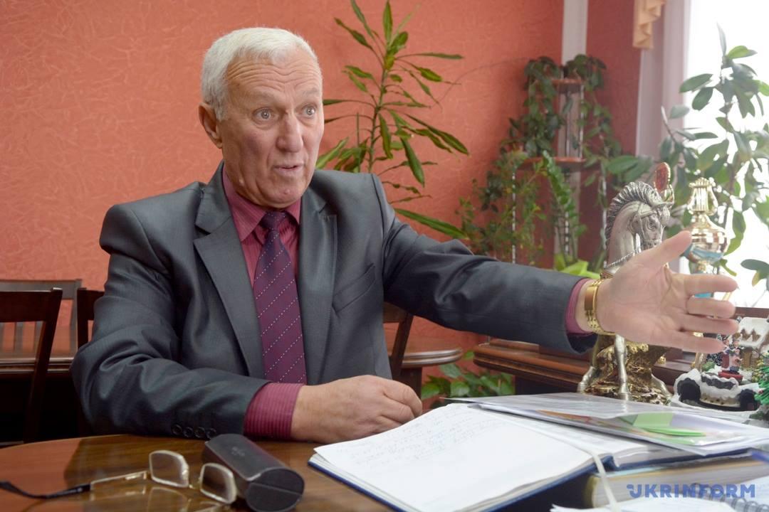 Траурний вінок на 77-й день народження принесли меру Гайсина! Це розіграш чи попередження від опонентів? (відео)