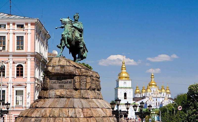 У Києві відкрили пам'ятник Богдану Хмельницькому, заснування Ford Motor Company і відкриття комети Хейла-Боппа – 23 липня в історії