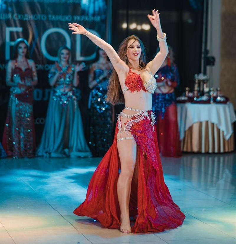 Жмеринська танцюристка за місяць перемогла у двох конкурсах! Вона тренує онлайн дітей зі всього світу