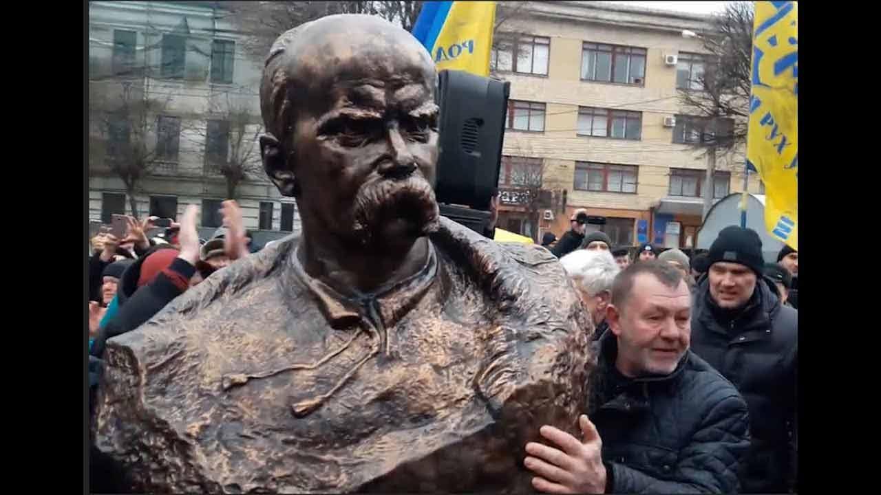 Справу про крадіжку пам'ятника Шевченку слухають у Вінниці. Адвокат Палій вимагає допиту мера та голови облради у залі суду
