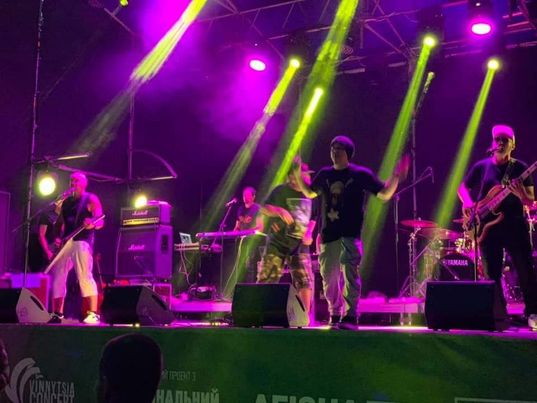 """""""Вінницясуела"""" двічі кликала на біс ТНМК, які ледь дістались концерт в Pirogov Sky (відео)"""