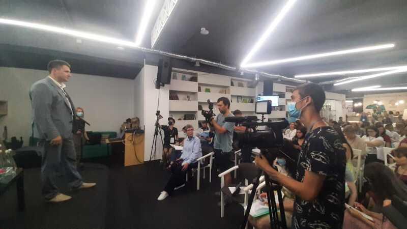 """Заступник мера Вінниці відкрив міжнародний форум """"Від ідеї до успіху.  Місцеві ініціативи змінюють життя українських громад"""" (відео)"""