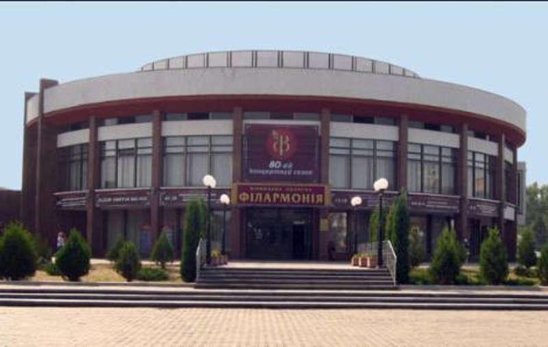 Концертні зали та театри працюватимуть у звичайному режимі з осені
