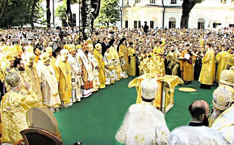 Вселенського Патріарха зустрічала найчисельніша делегація вінничан. Вони і молились разом з ним та ще 15000 вірян у Софіївському соборі у Києві