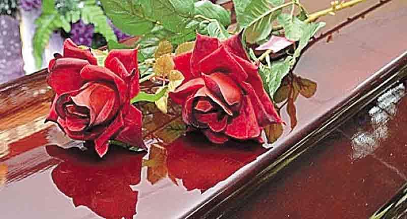 Червоні троянди на похорон я приніс своїй колишній дружині. Вона їх ненавиділа…