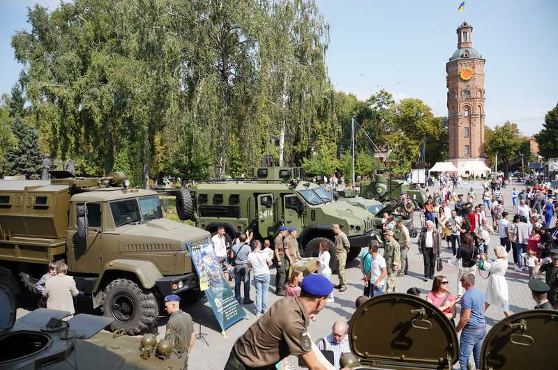 Бронеавтомобіль «Отаман Петлюра» та зенітну установку представили на виставці «На захисті Незалежності»