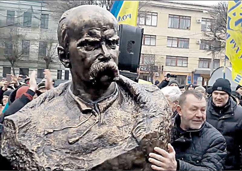 Припинити антишевченківську кампанію, яка триває 10 років у Вінниці, вимагають громадські активісти