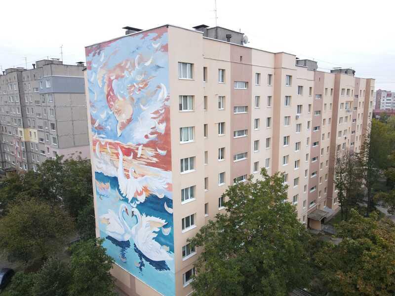 У Вінниці стіни будинків прикрасили новими муралами – «Лебединий світанок», «Стежка», «Космічні мрії» та «Арка натхнення»