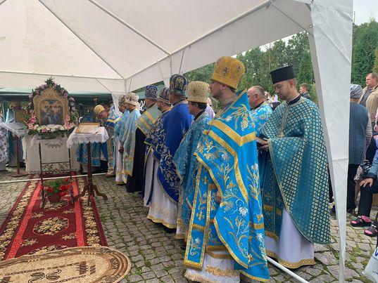 Першу літургію біля джерела Пресвятої Богородиці відслужили в Літині (відео)