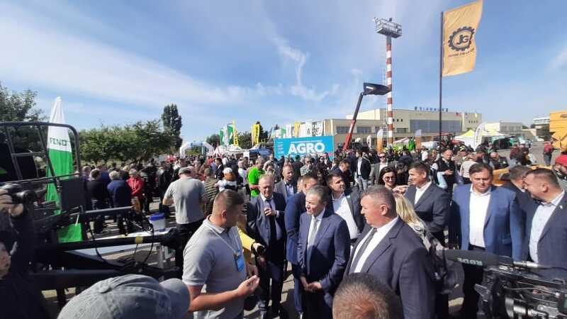 """У ТОП-5 в Україні увійшла Агровиставка в аеропорту """"Вінниця"""". До нас приїхали 200 учасників (відео)"""