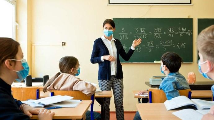 У 12-ти школах Вінниці вже більше 70% вакцинованих вчителів та персоналу – директор департаменту освіти ВМР Яценко (відео)