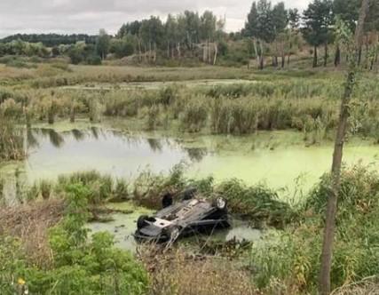 1,68 проміле в крові знайшли у БМВешника із Гайсина, який вчора вилетів у болото під Вороновицею (відео)