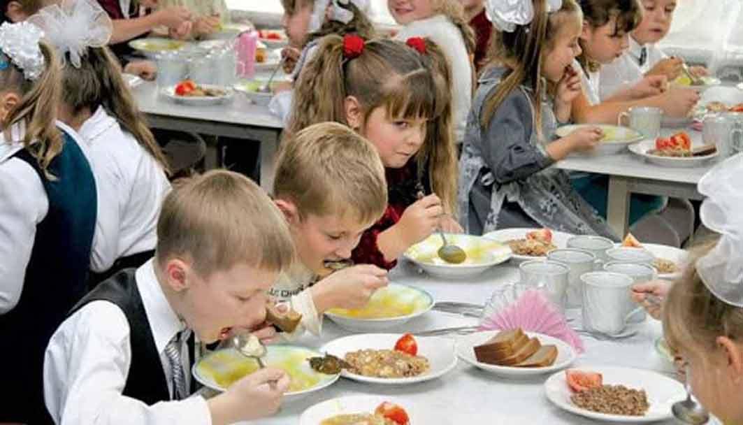 – Їжу зі шкіл та з дитсадків масово викидають, – жаліються батьки «33-му»