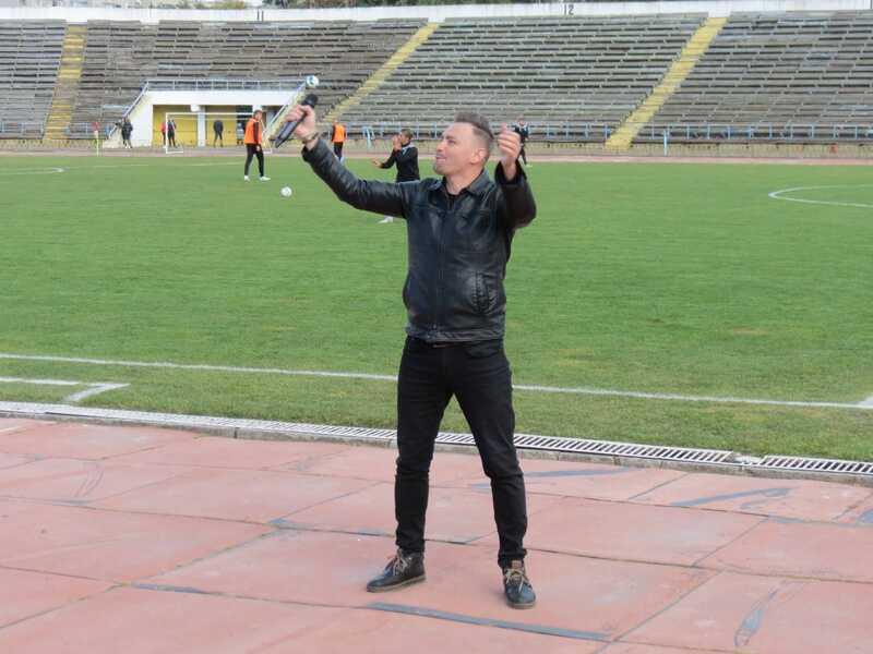Олександр Онофрійчук презентував гімн «Ниви» у перерві «сухого» матчу проти «Буковини»