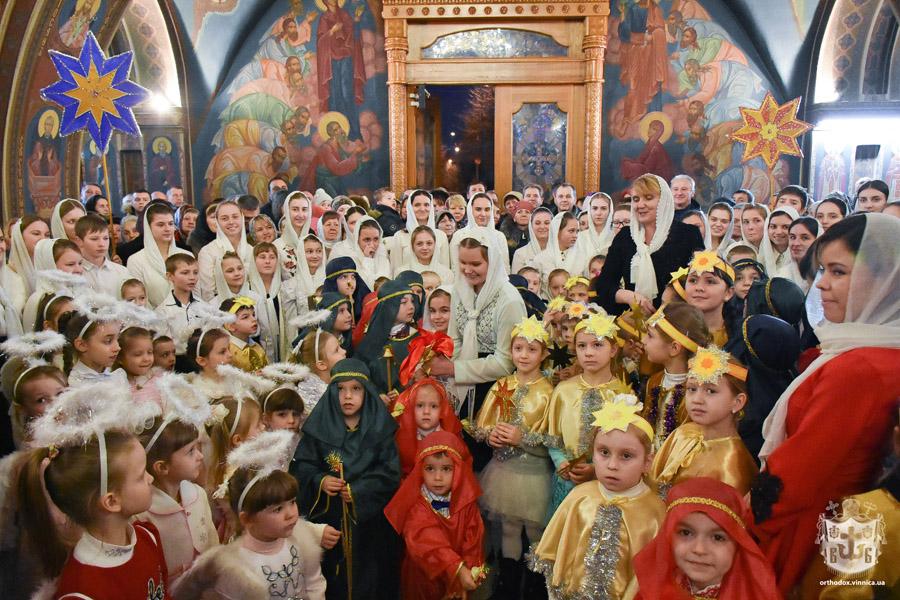 Три сотні подарунків за колядки отримали дітки на Різдво Христове від митрополита Симеона