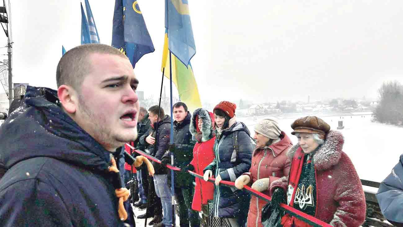 «Живий ланцюг» у Вінниці – молодь і ветерани 90-х