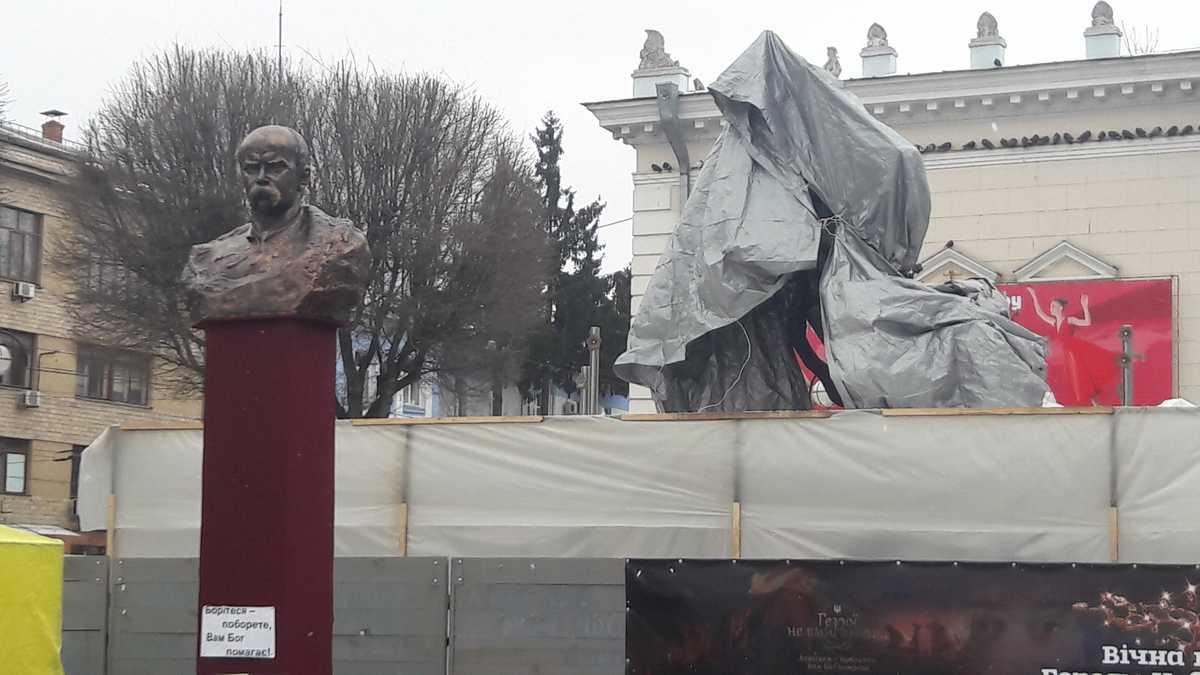 Перші фото «Дерева Свободи», яке попри протести, відкриють у Вінниці 23 лютого о 10-й ранку…