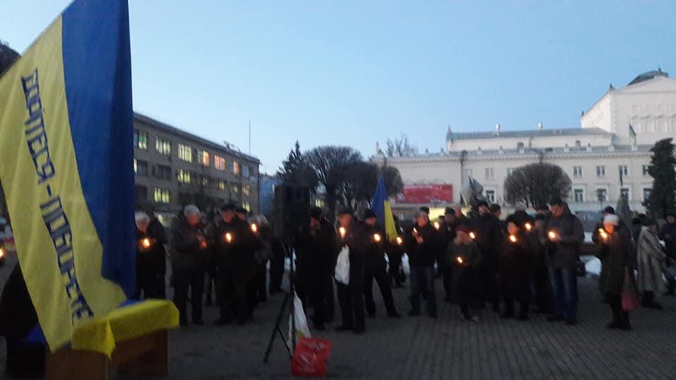 100 вінничан прийшли сьогодні на Вечір Пам'яті Небесної Сотні… (відео)