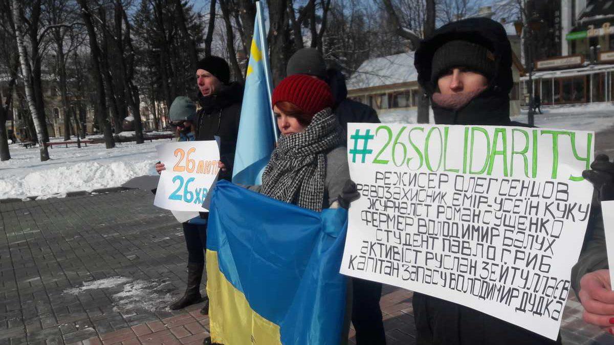 – Крим – це Україна! А 64 в'язні Кремля отримали 190 років!!! – «26 хвилин солідарності» пройшли під Вежею у Вінниці (відео)