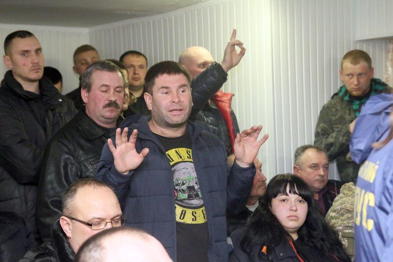 Скандальна сесія у Калинівці без мера: депутати з третього разу скасували рішення про закупівлю джипа за 850 тисяч грн. та кавоварки за 17 тисяч